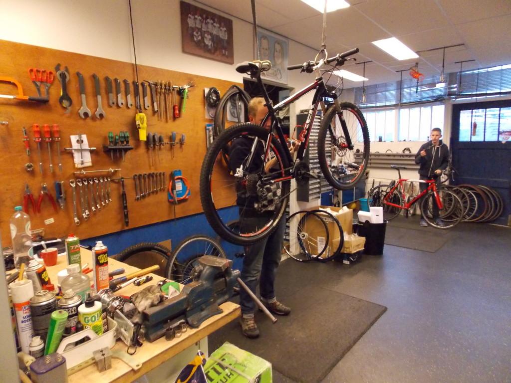 fietsshop uitgeest werkplaats
